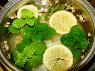 shrink-your-belly-with-this-detox-water